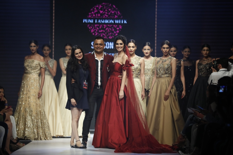 6th Edition - Pune Fashion Week - Actress Bruna Andullah with Badal Saboo, MD Pune Fashion Week and Designer Nitya Bajaj showstopper.JPG